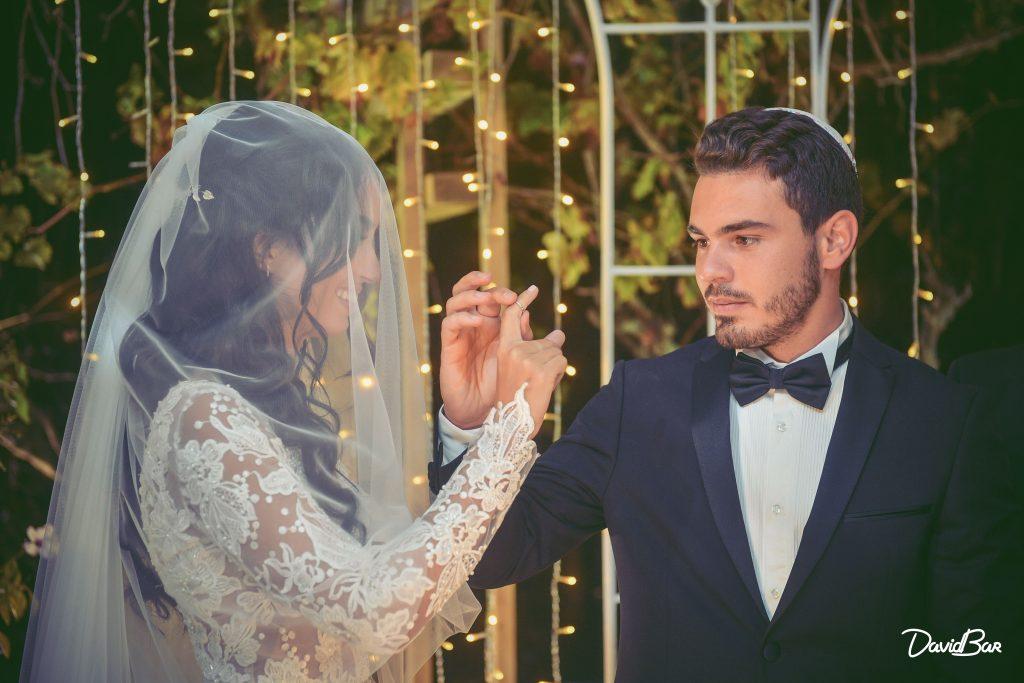 exchanging wedding ring image